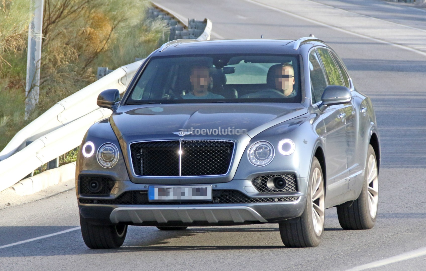 2016 Bentley Bentayga (SUV) 41
