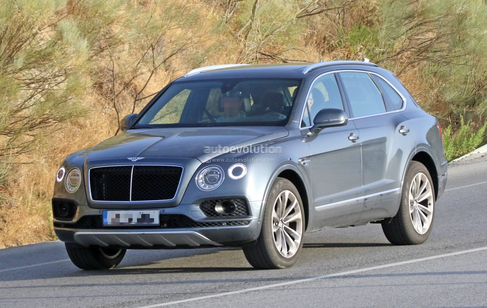 2016 Bentley Bentayga (SUV) 42