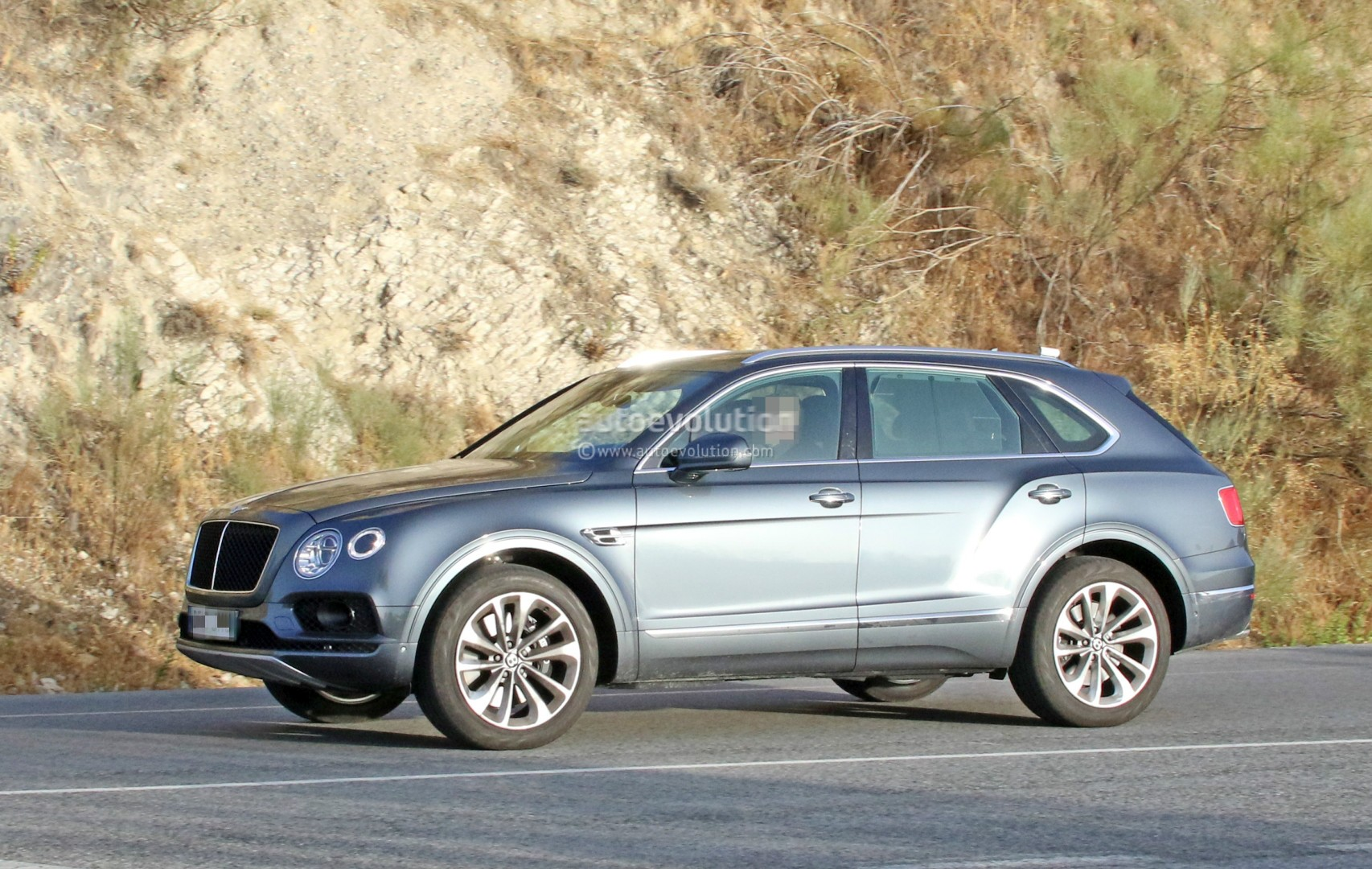 2016 Bentley Bentayga (SUV) 43