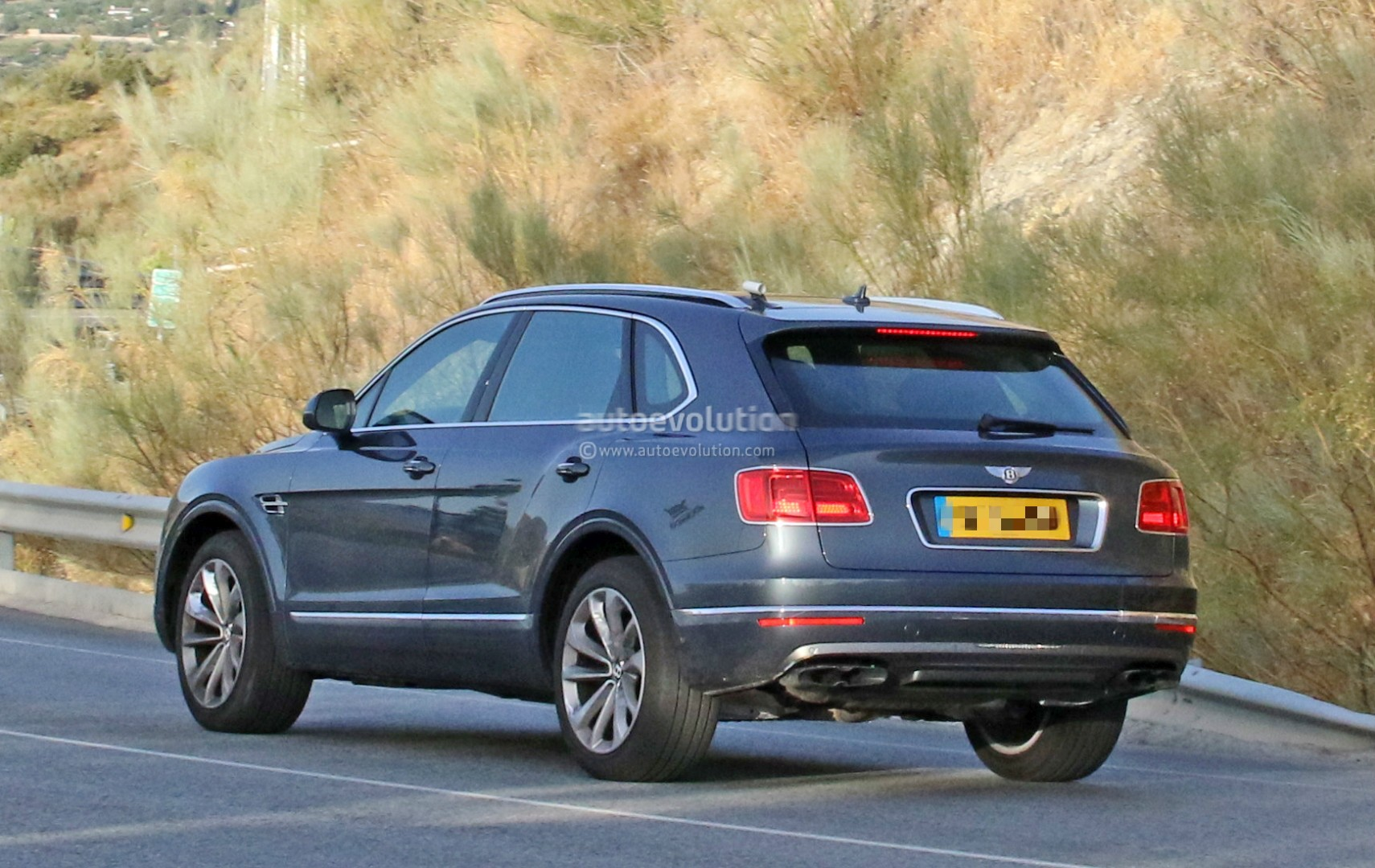 2016 Bentley Bentayga (SUV) 45