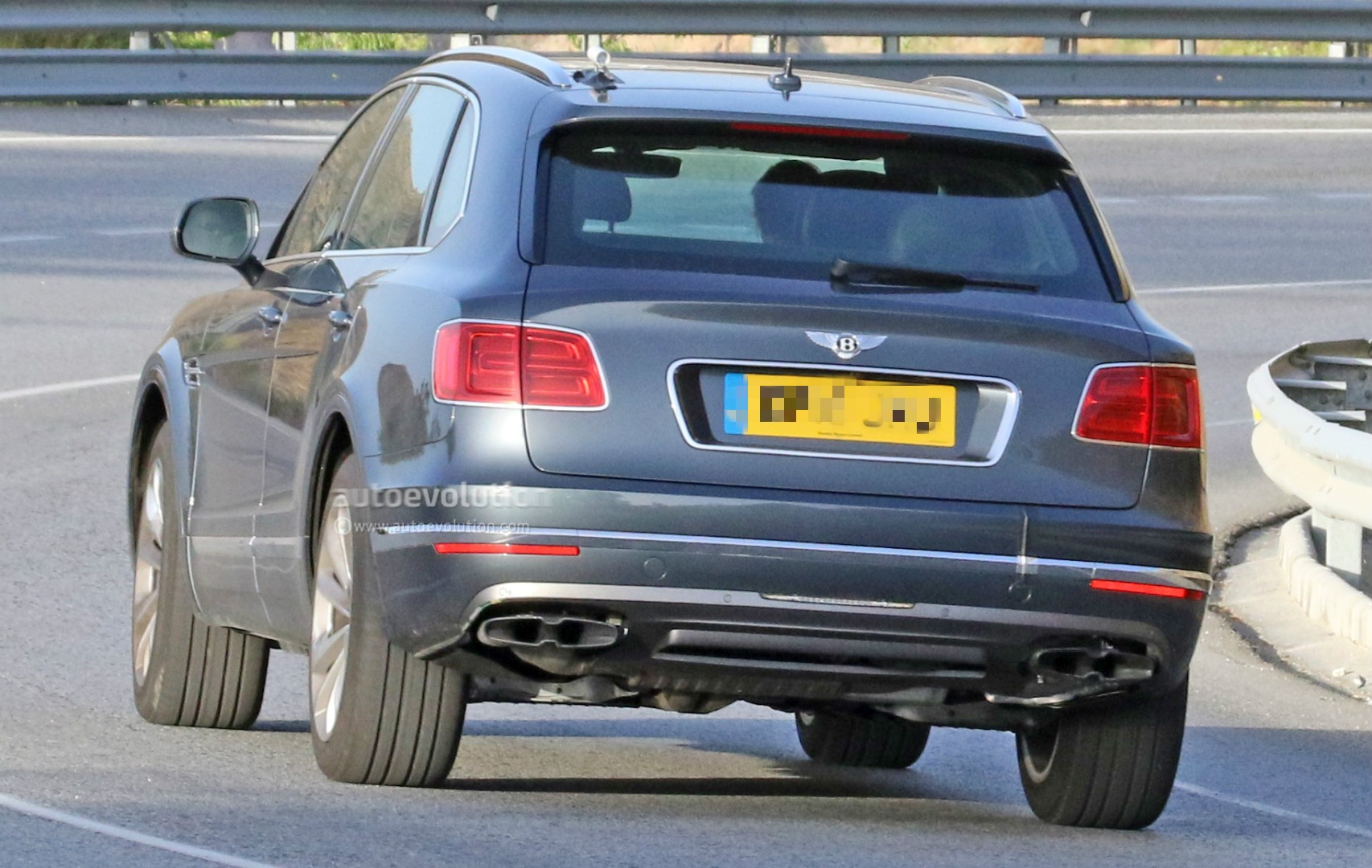 2016 Bentley Bentayga (SUV) 46