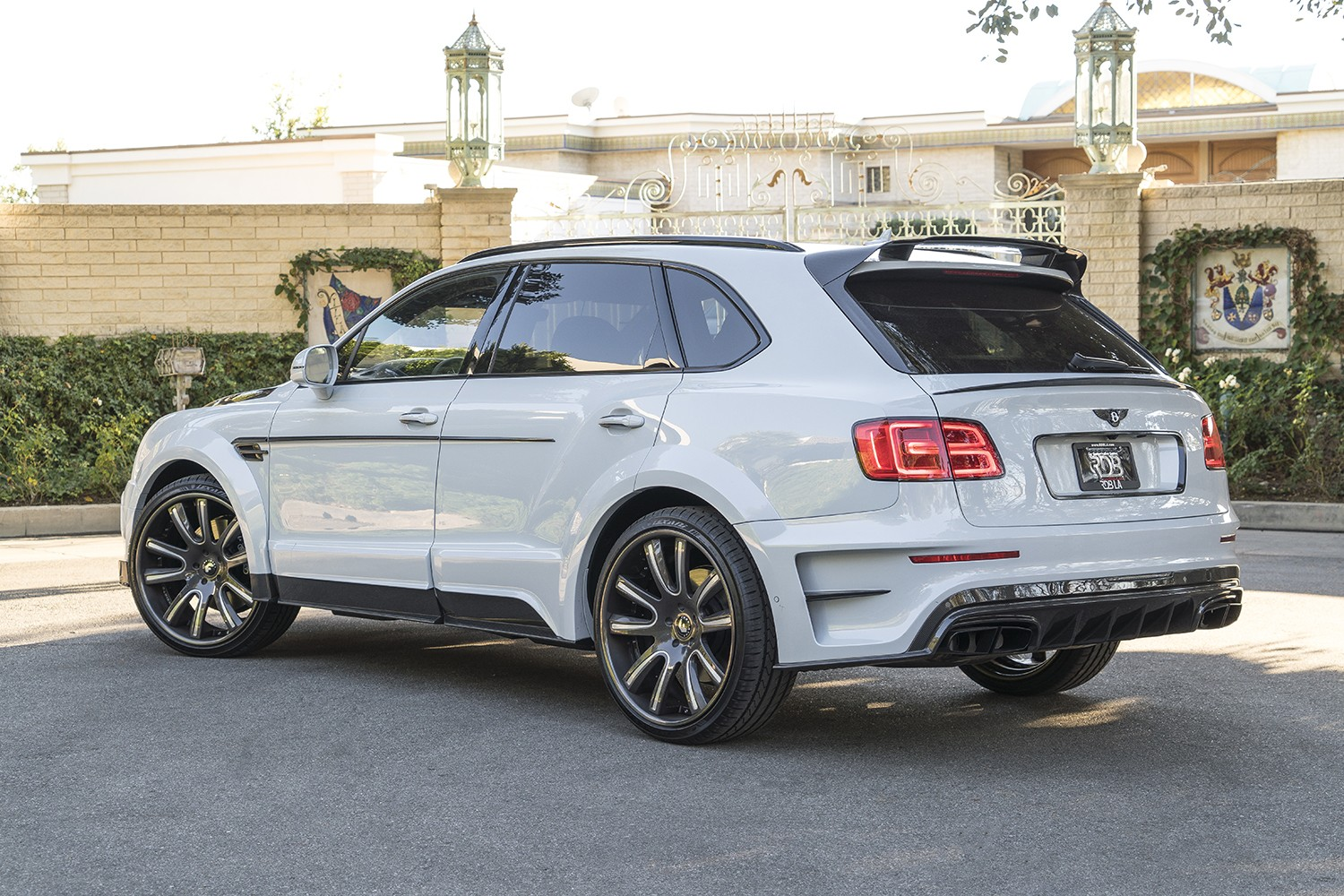 Bentley Bentayga Gets Mansory Body Kit And Forgiato Wheels Autoevolution