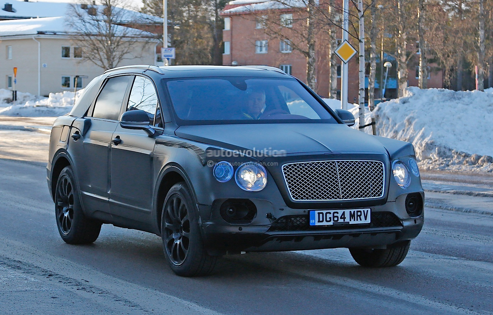 2015 - [Bentley] Bentayga - Page 5 Bentley-bentayga-spied-once-again-looks-like-an-edgier-vw-touareg-photo-gallery_3