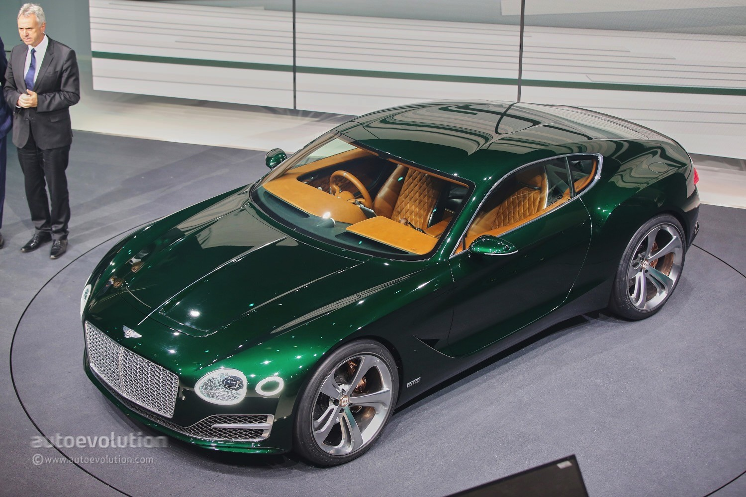 bentley exp 10 speed 6 black edition rendered as the 2018 continental gt autoevolution. Black Bedroom Furniture Sets. Home Design Ideas