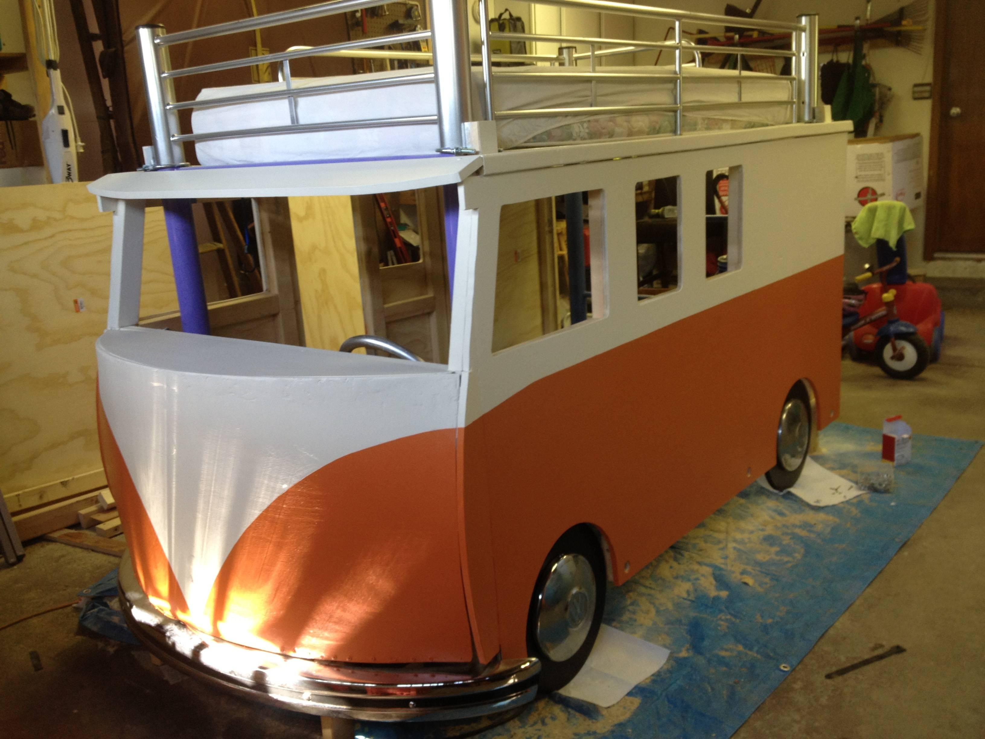 best dad ever builds vw bus bed for 3 year old daughter autoevolution. Black Bedroom Furniture Sets. Home Design Ideas