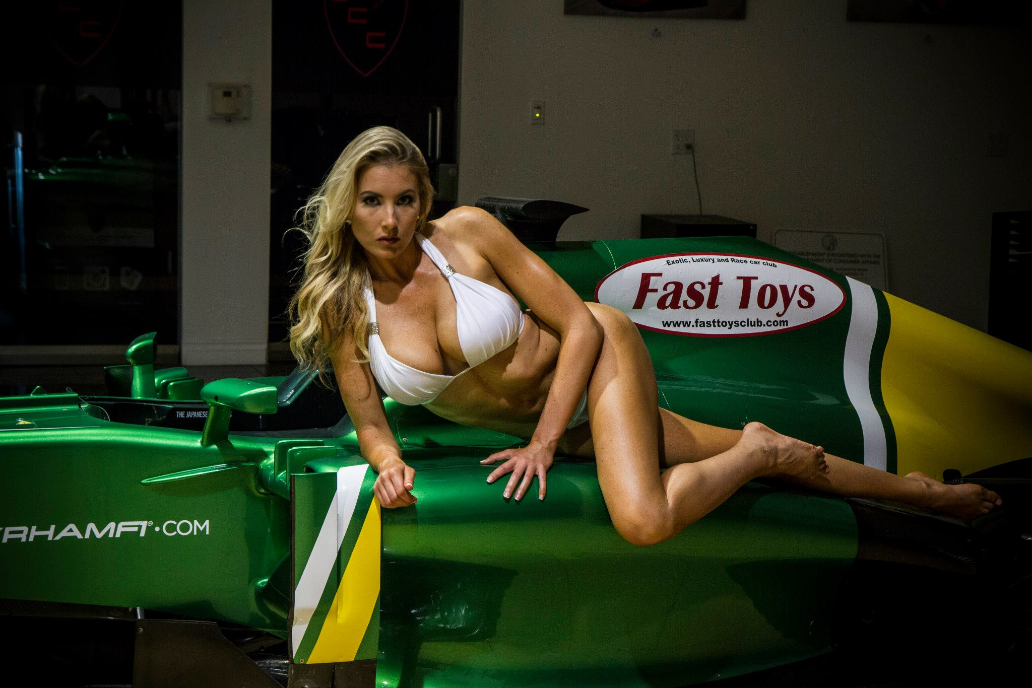 Bikini Blonde Christina Riordan Poses On Caterham Formula 1 Car Autoevolution
