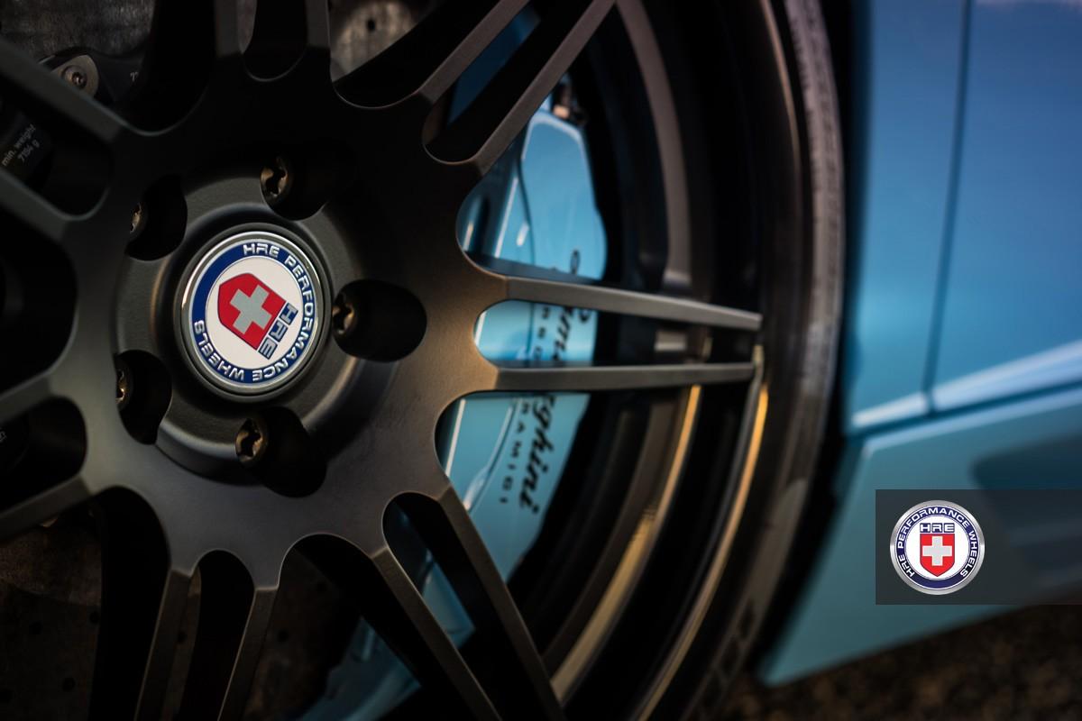 Чёрные диски HRE RS101 и синие суппорты