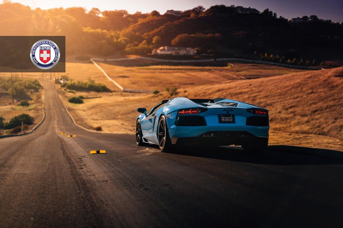 Фото | Голубой Lamborghini Aventador