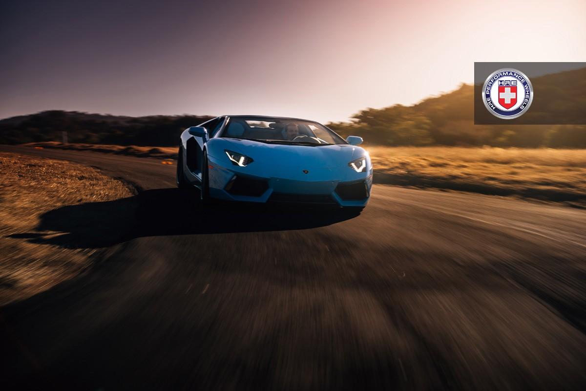 Фото | Голубой Lamborghini Aventador Roadster