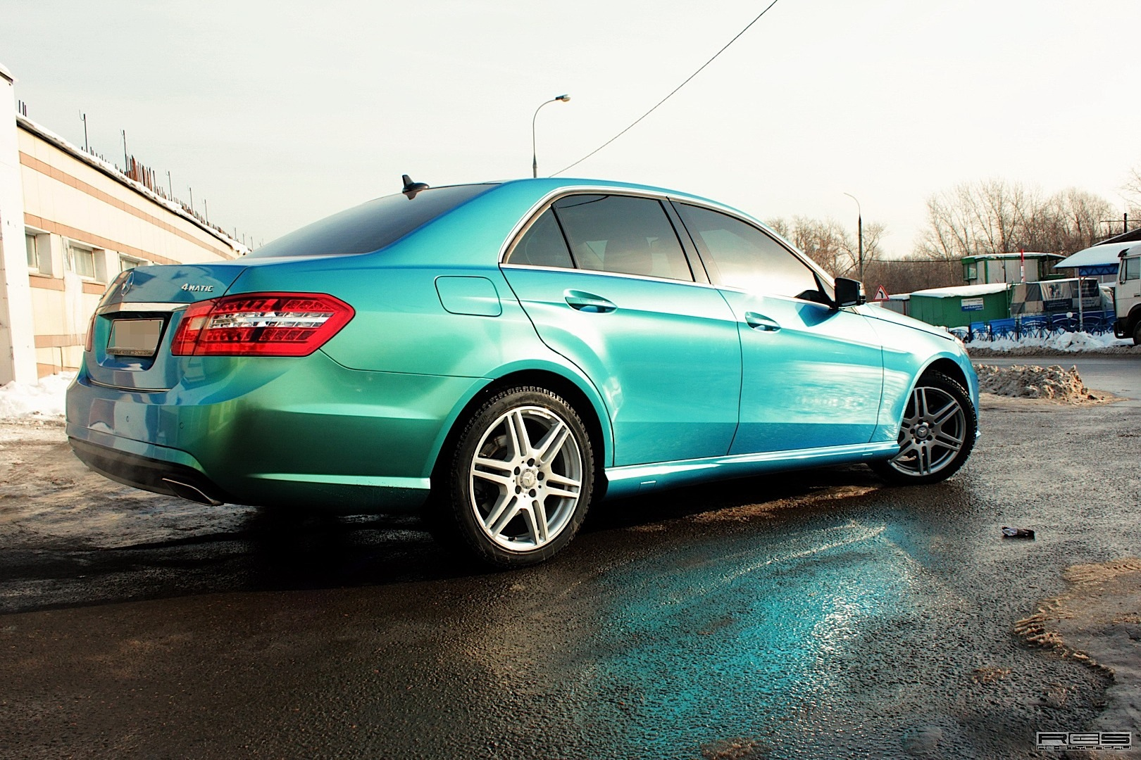 Blue Green Chameleon Wrap On Mercedes E Class Autoevolution