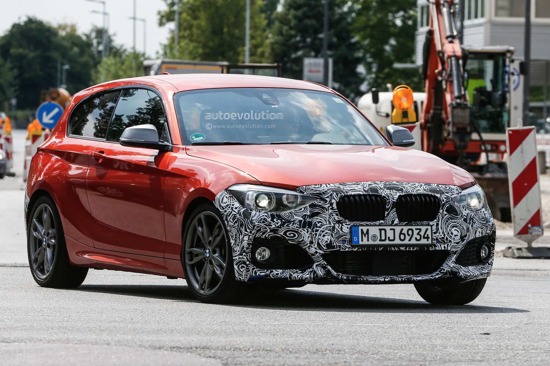 bmw-1-series-facelift-rolls-into-view_1.