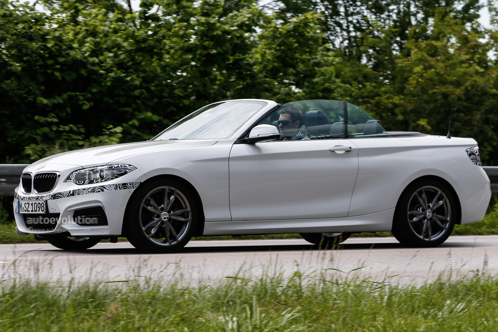 bmw 2 series convertible spied virtually undisguised. Black Bedroom Furniture Sets. Home Design Ideas