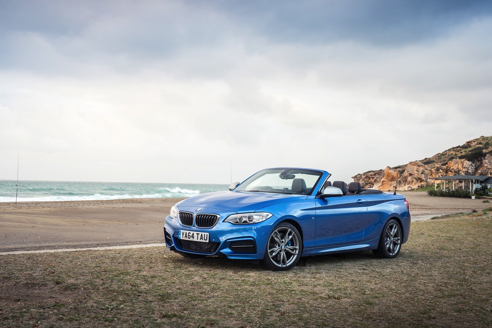 bmw 2 series convertible uk pricing will start at 29 180 autoevolution. Black Bedroom Furniture Sets. Home Design Ideas
