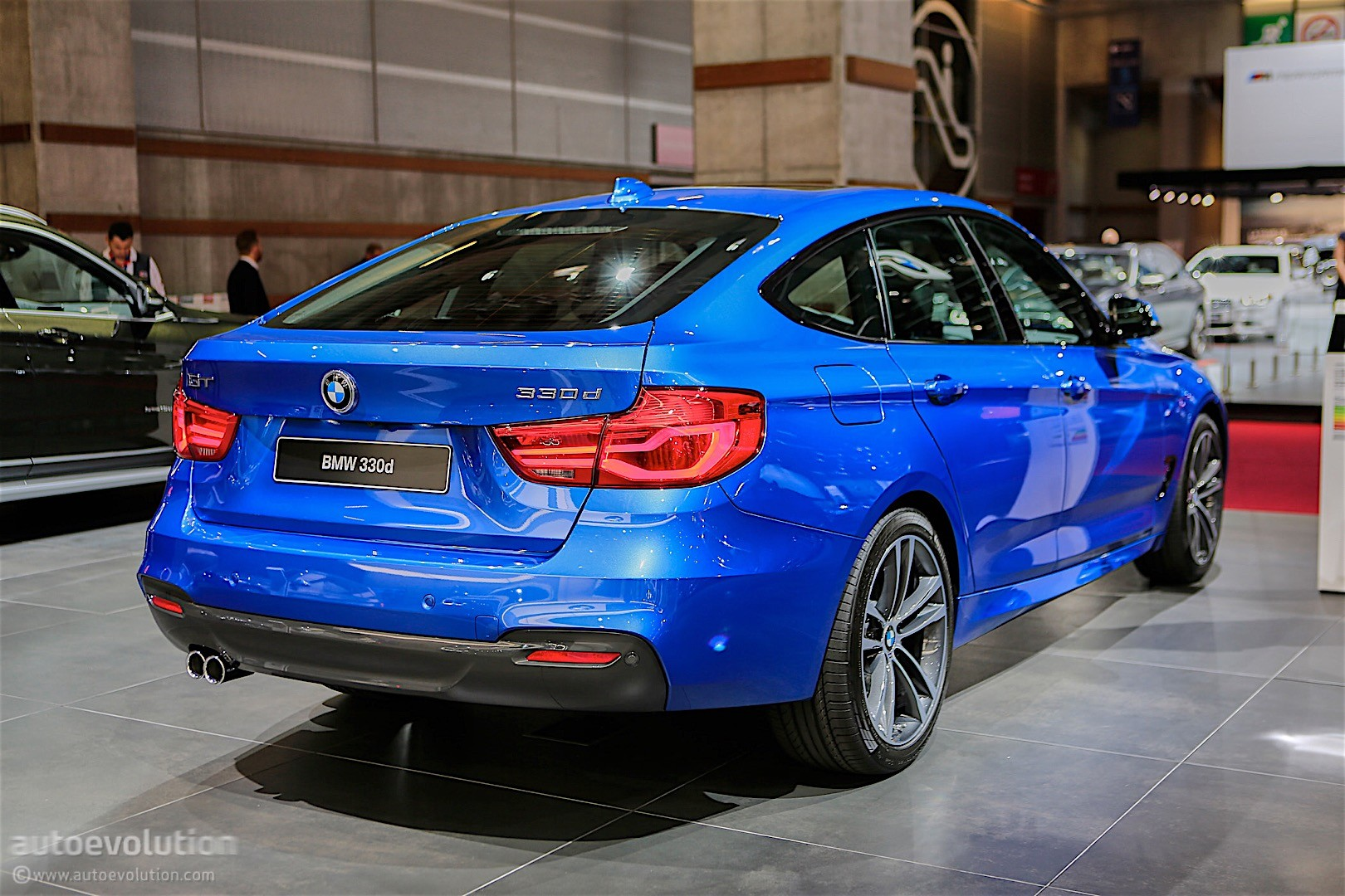 bmw 3 series gt facelift bows in paris with fresh look. Black Bedroom Furniture Sets. Home Design Ideas