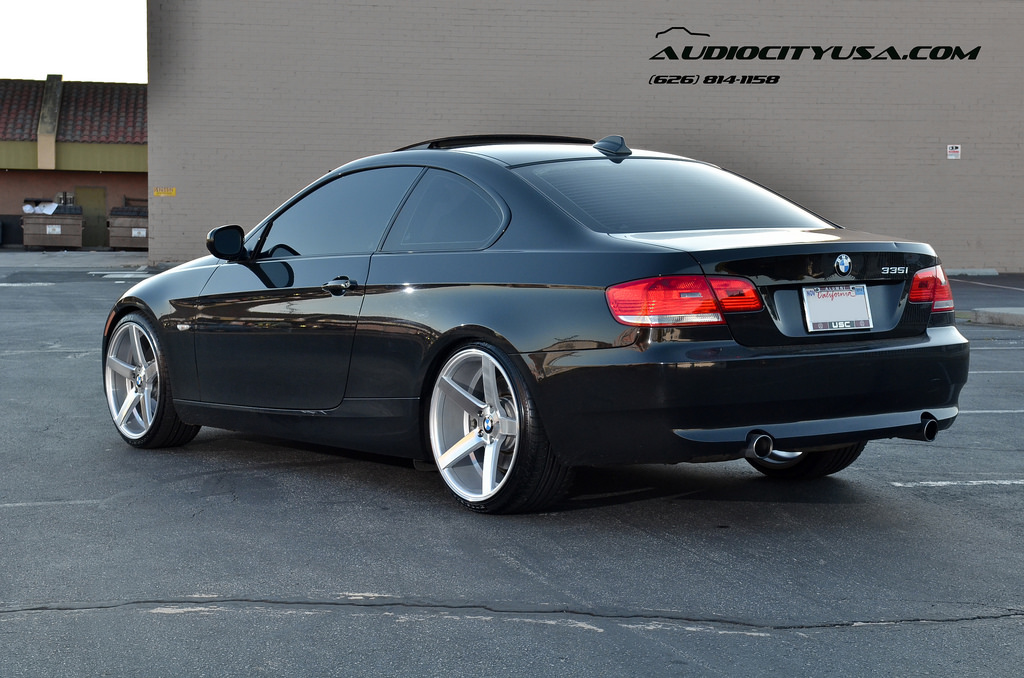 bmw 335i rides on deep concave wheels looking fresh