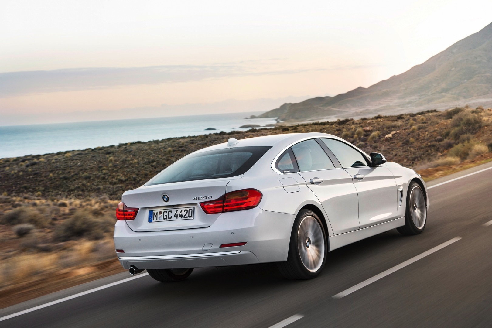 bmw 4 series gran coupe officially unveiled autoevolution. Black Bedroom Furniture Sets. Home Design Ideas