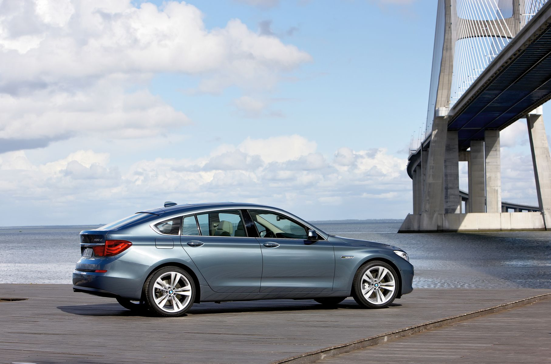 Bmw 5 Series Gt Official Specifications First Pictures Inside