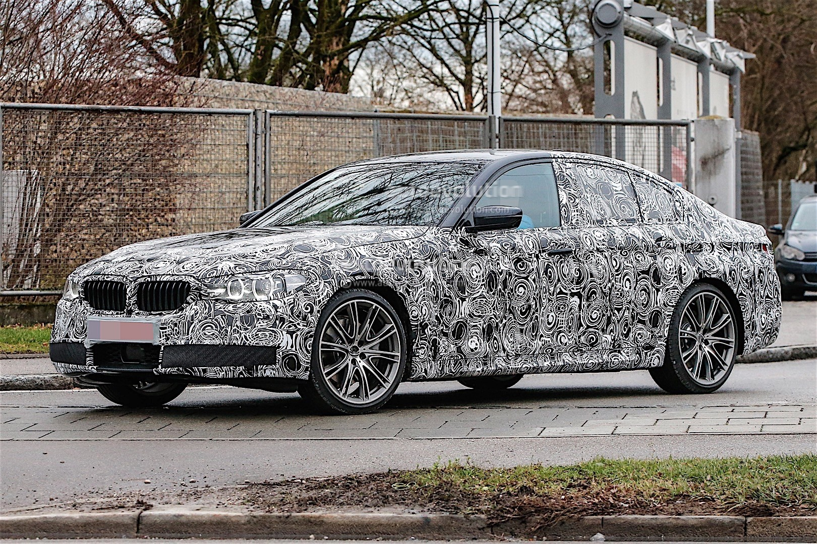 fresh spy photos of the 2017 bmw 5 series are here autoevolution. Black Bedroom Furniture Sets. Home Design Ideas
