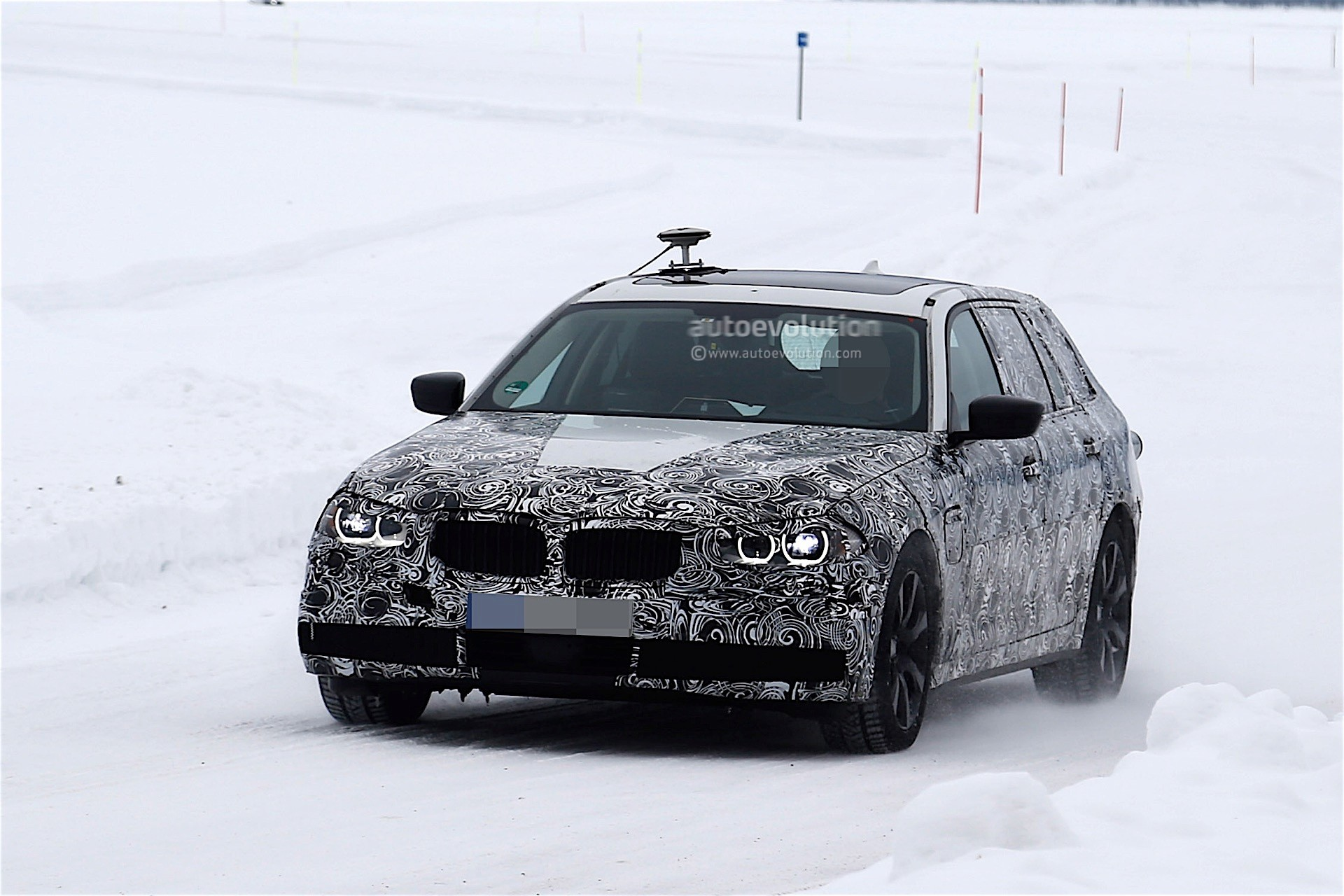 2017 bmw 5 series touring spied testing in winter conditions autoevolution. Black Bedroom Furniture Sets. Home Design Ideas