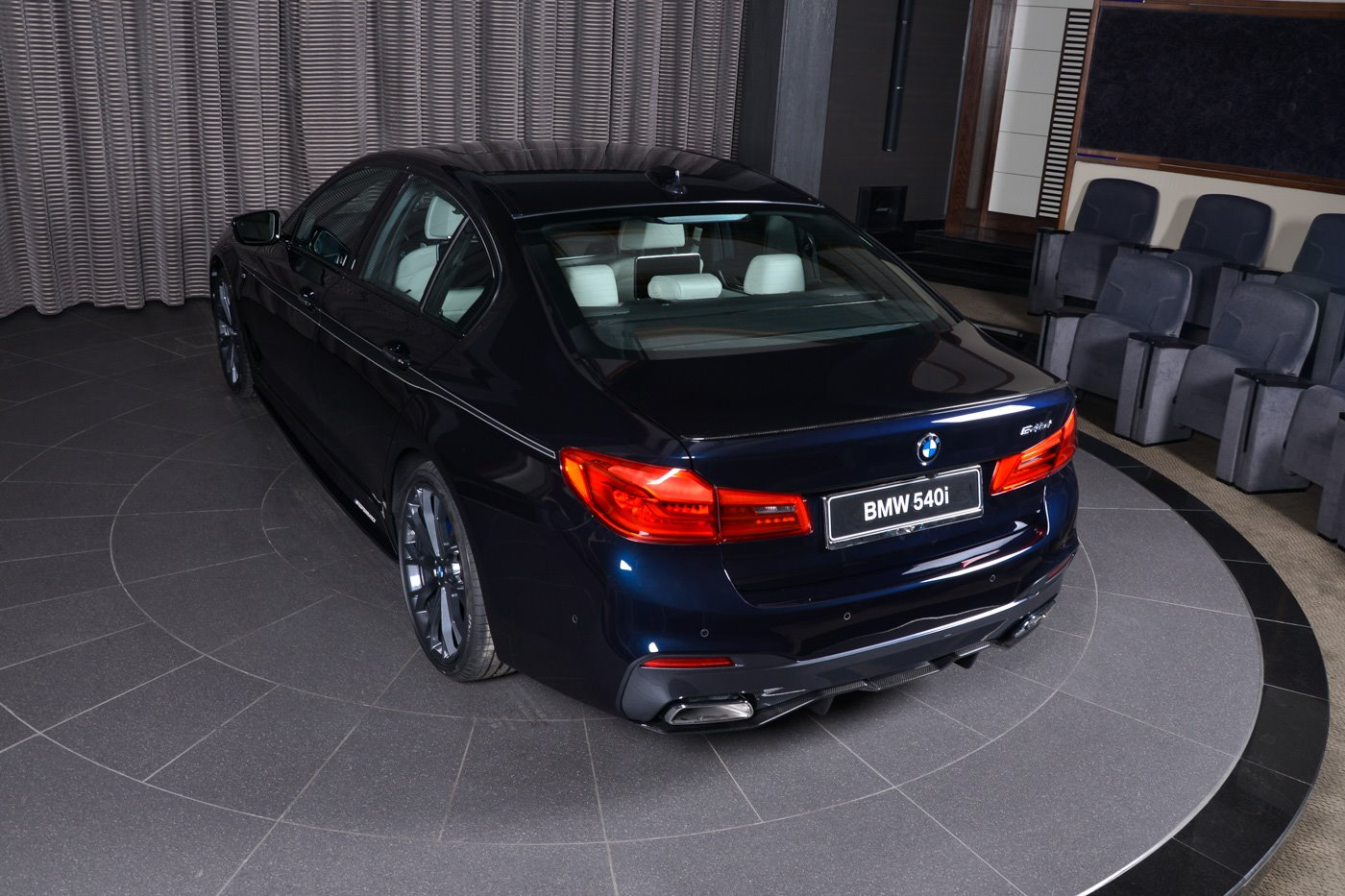 bmw-540i-with-m-performance-carbon-kit-sports-carbon-black-paint_10.jpg