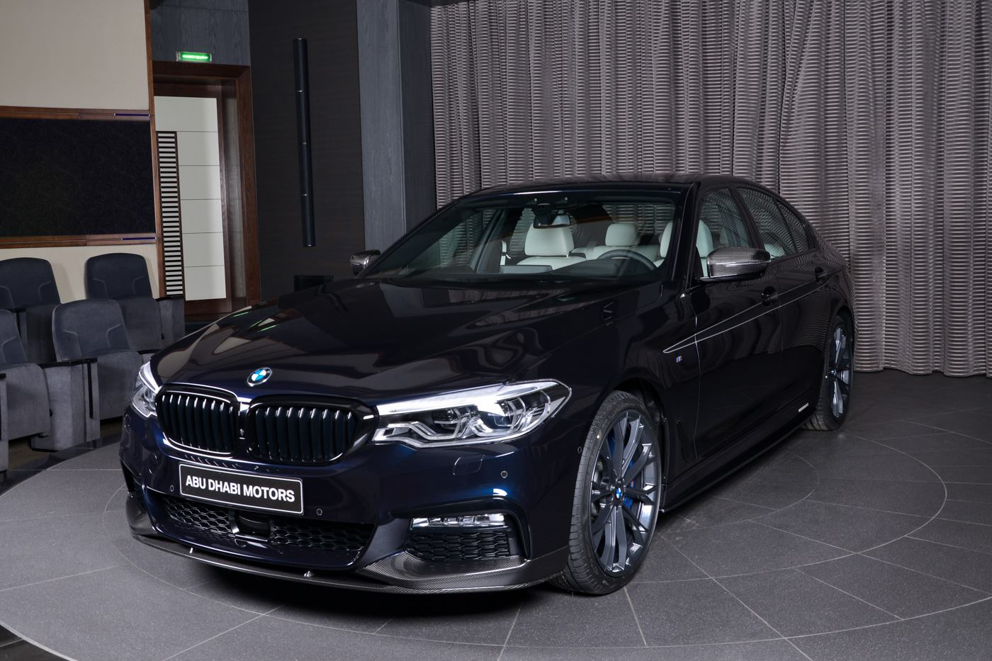 bmw 540i with m performance carbon kit sports carbon black paint autoevolution. Black Bedroom Furniture Sets. Home Design Ideas