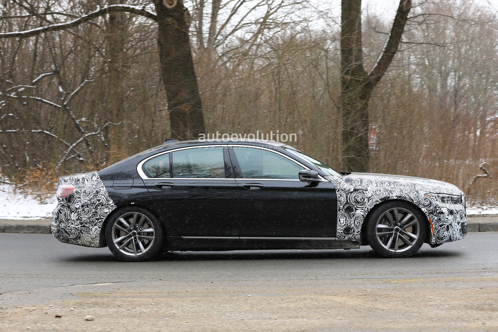 Bmw 7 Series Facelift Spied With Bigger Grille X7 Like