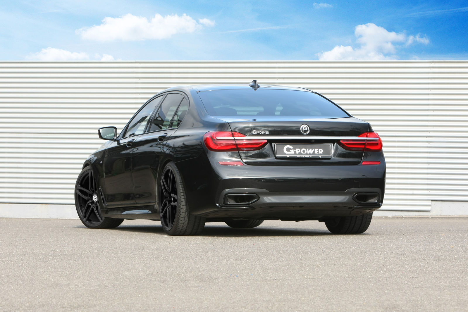 2017 BMW 750d xDrive Launched with 400 HP QuadTurbo 3Liter
