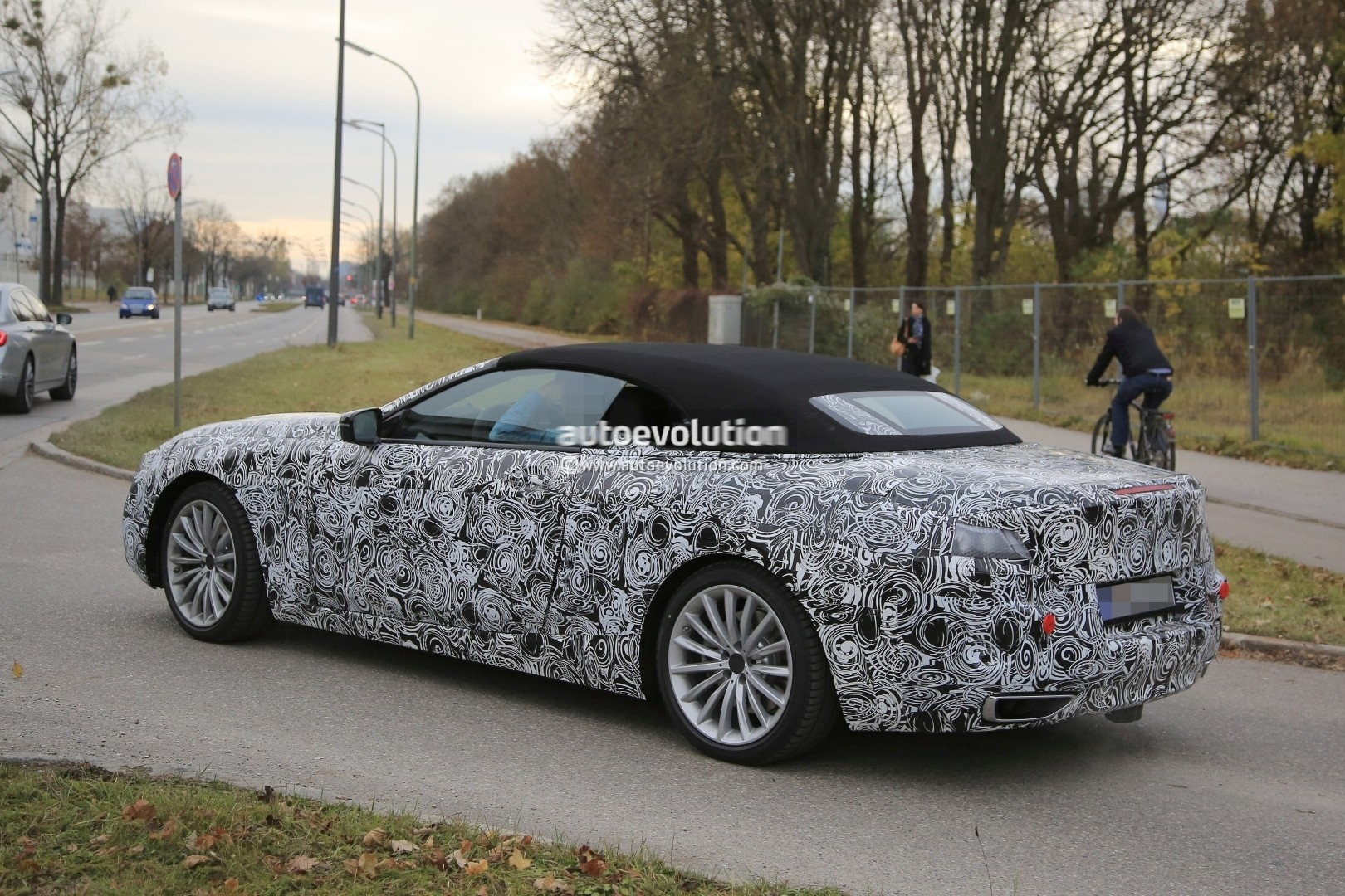 2019 - [BMW] Série 8 (G14/G15) - Page 5 Bmw-8-series-convertible-spied_7