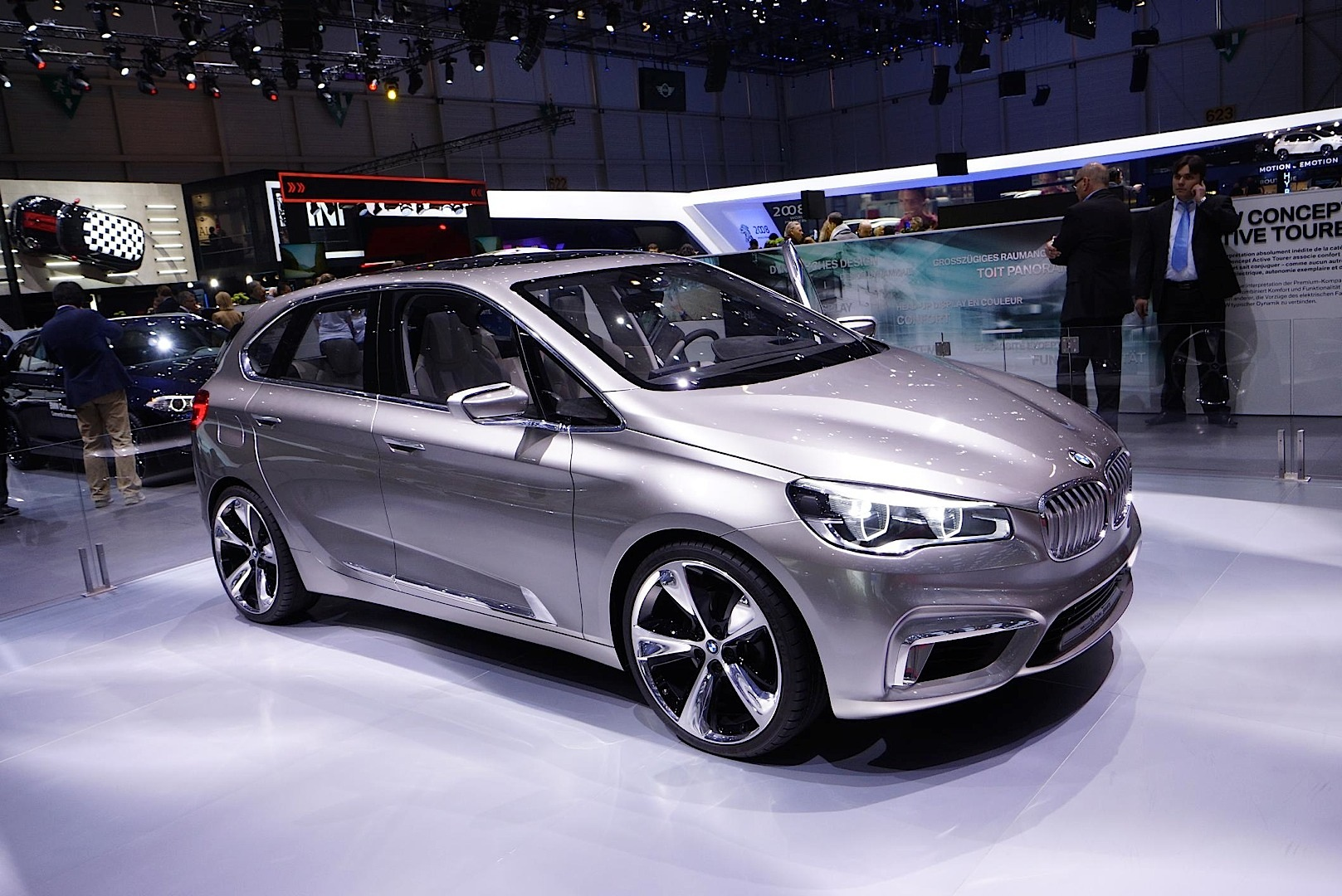 bmw active tourer concept present at geneva 2013 autoevolution. Black Bedroom Furniture Sets. Home Design Ideas