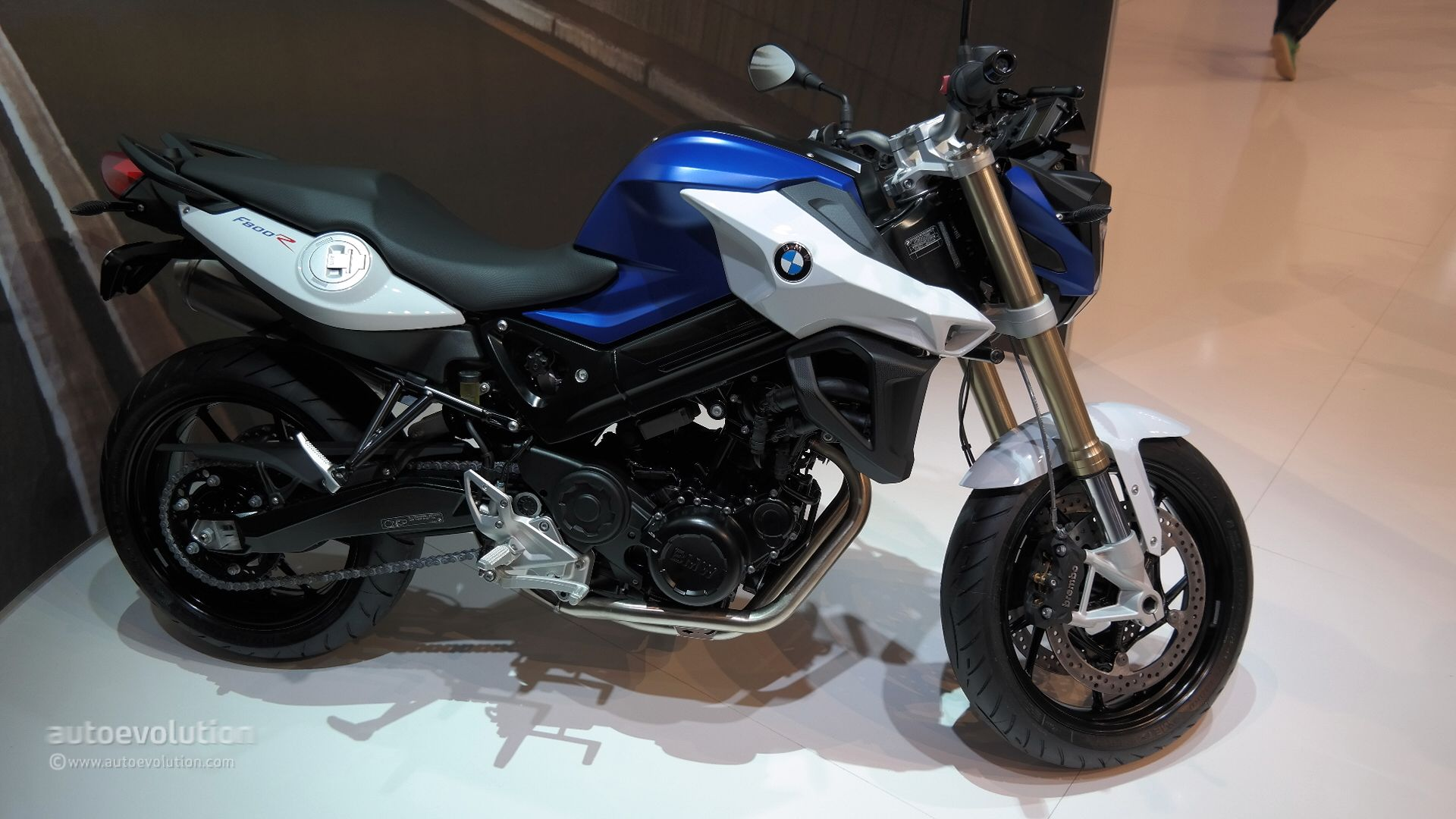 bmw brings 2015 f800r to eicma 2014 with new headlight arrangement live photos autoevolution. Black Bedroom Furniture Sets. Home Design Ideas