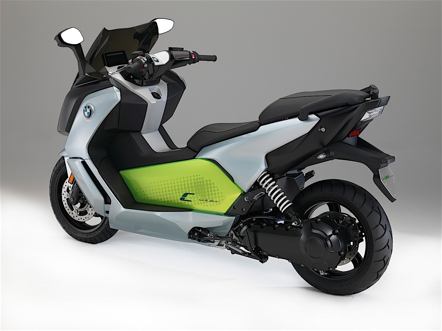 2017 bmw c evolution electric scooter makes its debut autoevolution. Black Bedroom Furniture Sets. Home Design Ideas