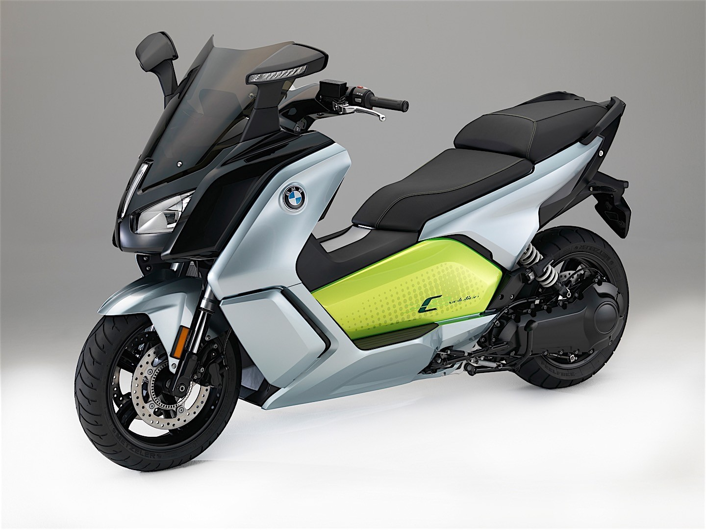 2017 bmw c evolution electric scooter makes its debut. Black Bedroom Furniture Sets. Home Design Ideas