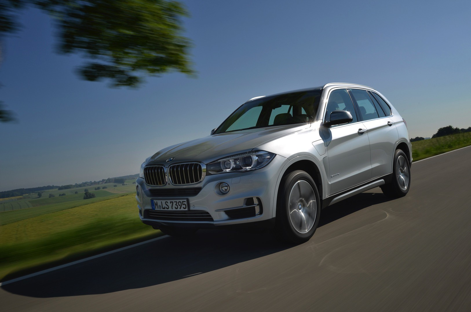 2016 bmw x5 xdrive40e charging system showcased autoevolution. Black Bedroom Furniture Sets. Home Design Ideas