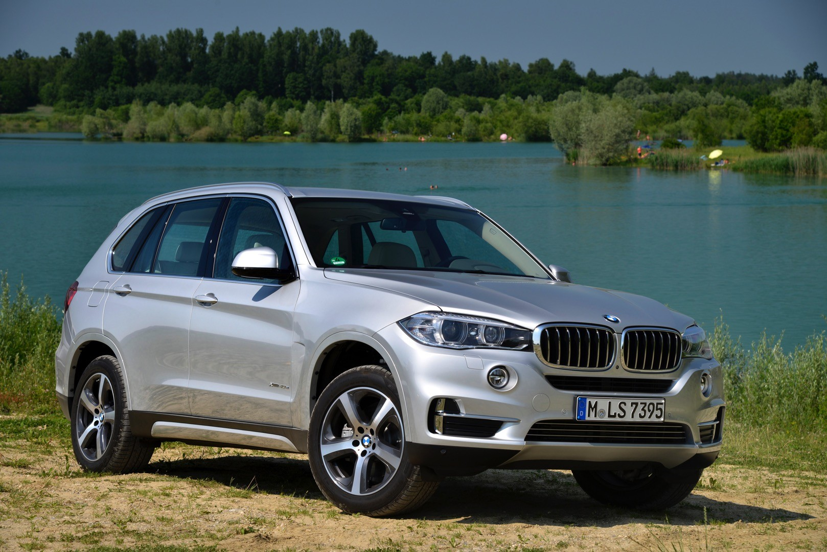 bmw details the x5 xdrive40e plug in hybrid with 152 new photos autoevolution. Black Bedroom Furniture Sets. Home Design Ideas