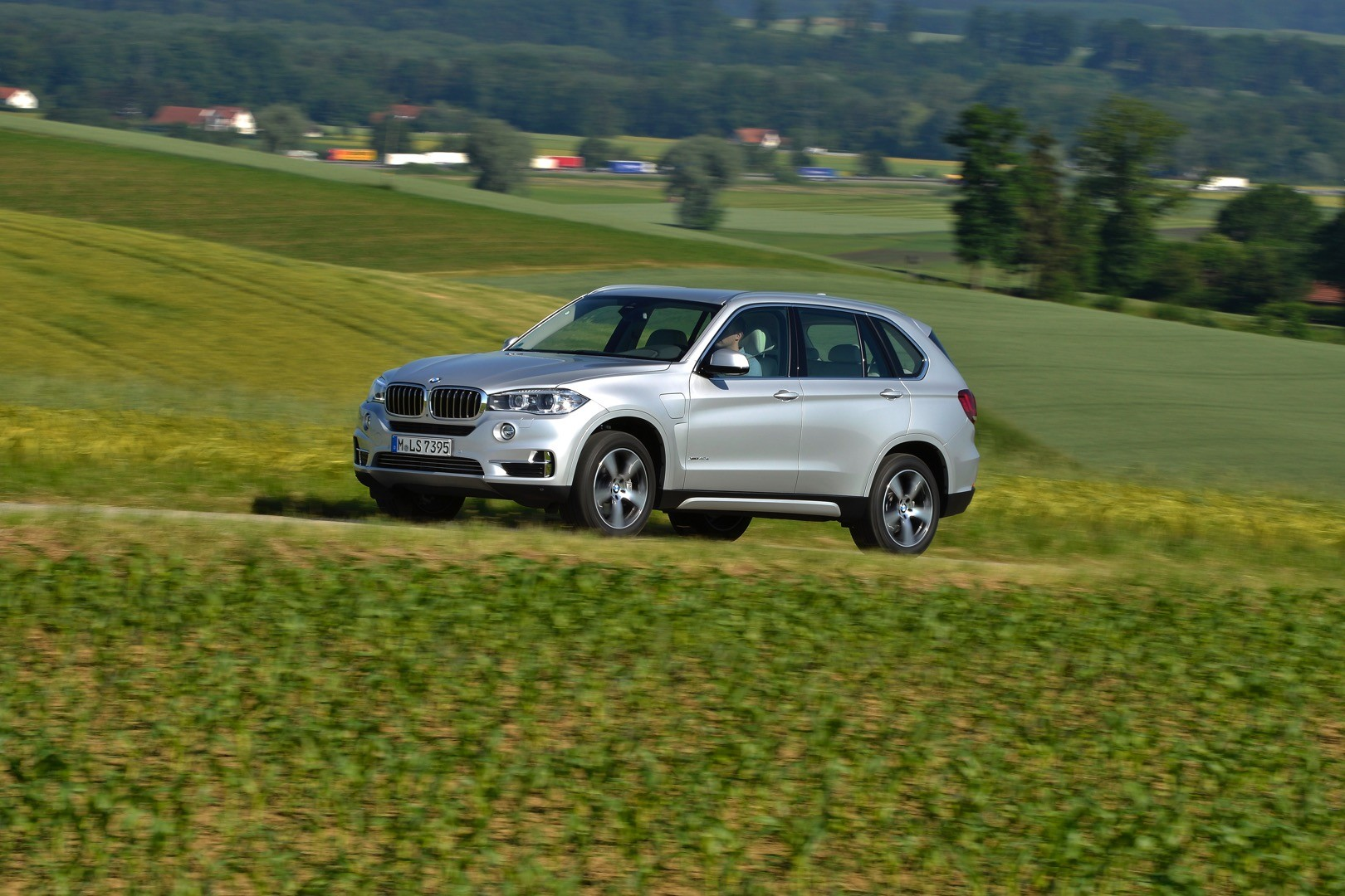 2015 Bmw X5 M To Come Out With A New Color Long Beach Blue Autoevolution