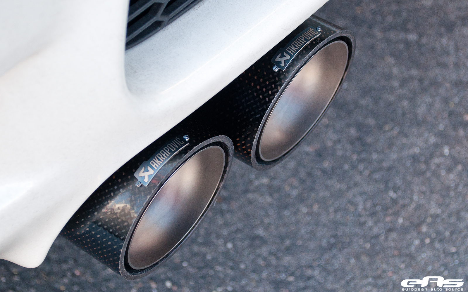 bmw e92 m3 gets akrapovic exhaust at eas autoevolution. Black Bedroom Furniture Sets. Home Design Ideas