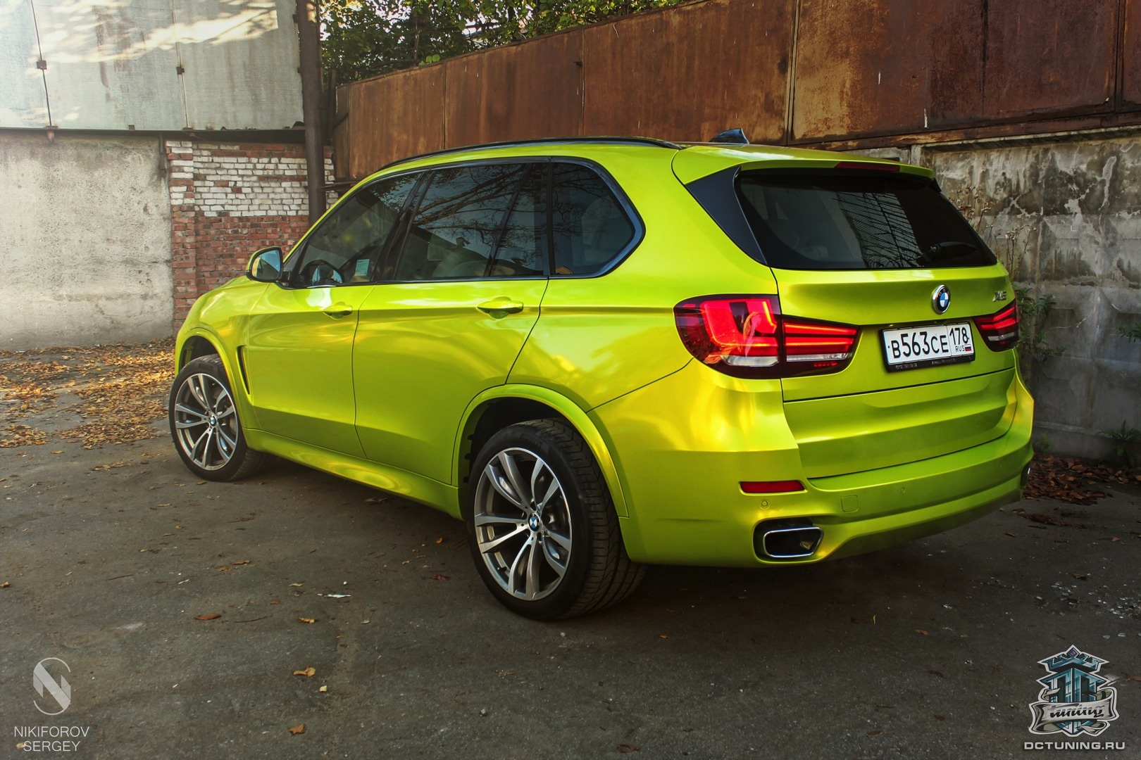 bmw f15 x5 wrapped in electric lime vinyl in russia. Black Bedroom Furniture Sets. Home Design Ideas