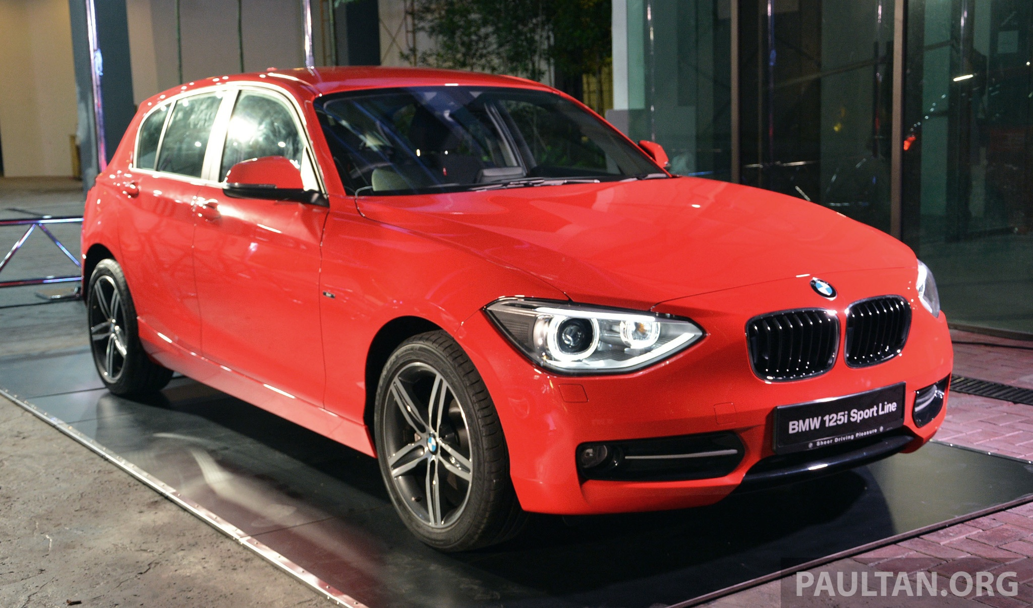 bmw f20 1 series launched in malaysia autoevolution. Black Bedroom Furniture Sets. Home Design Ideas