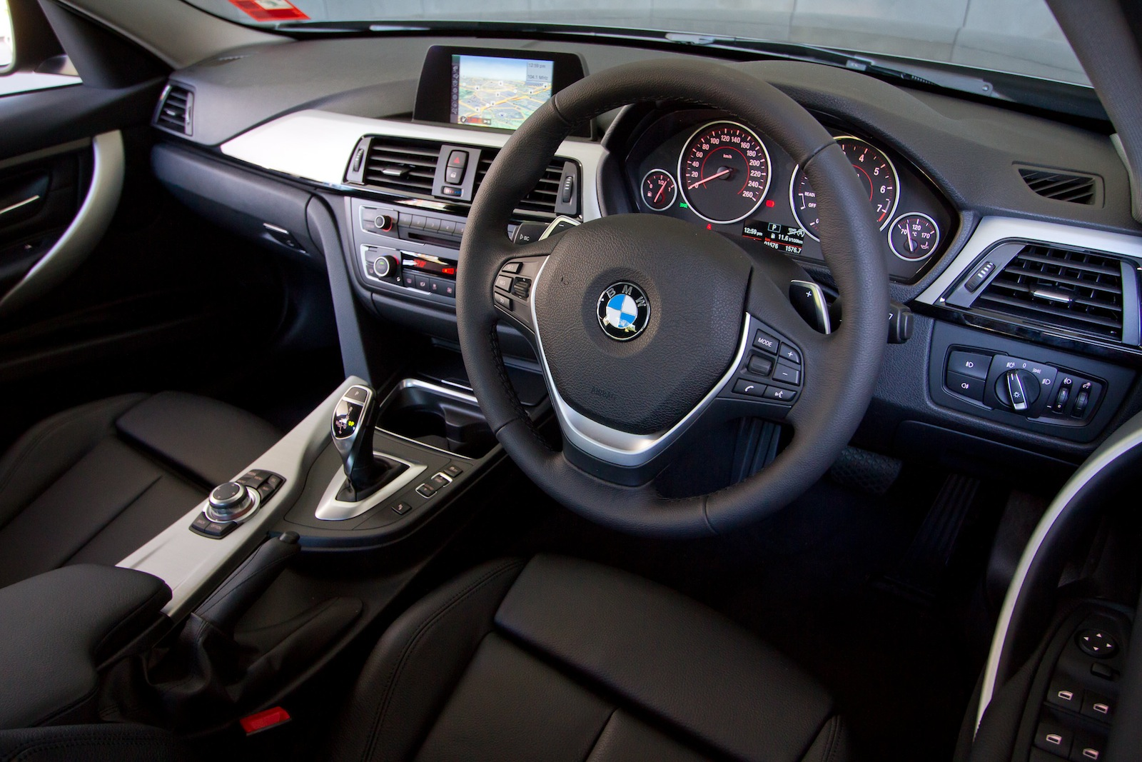 Bmw F30 320i Review By Car Advice Autoevolution