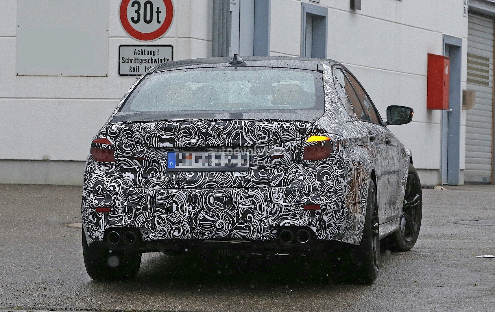 bmw-f90-m5​-spied-rev​eals-headl​ights-and-​taillights​_10