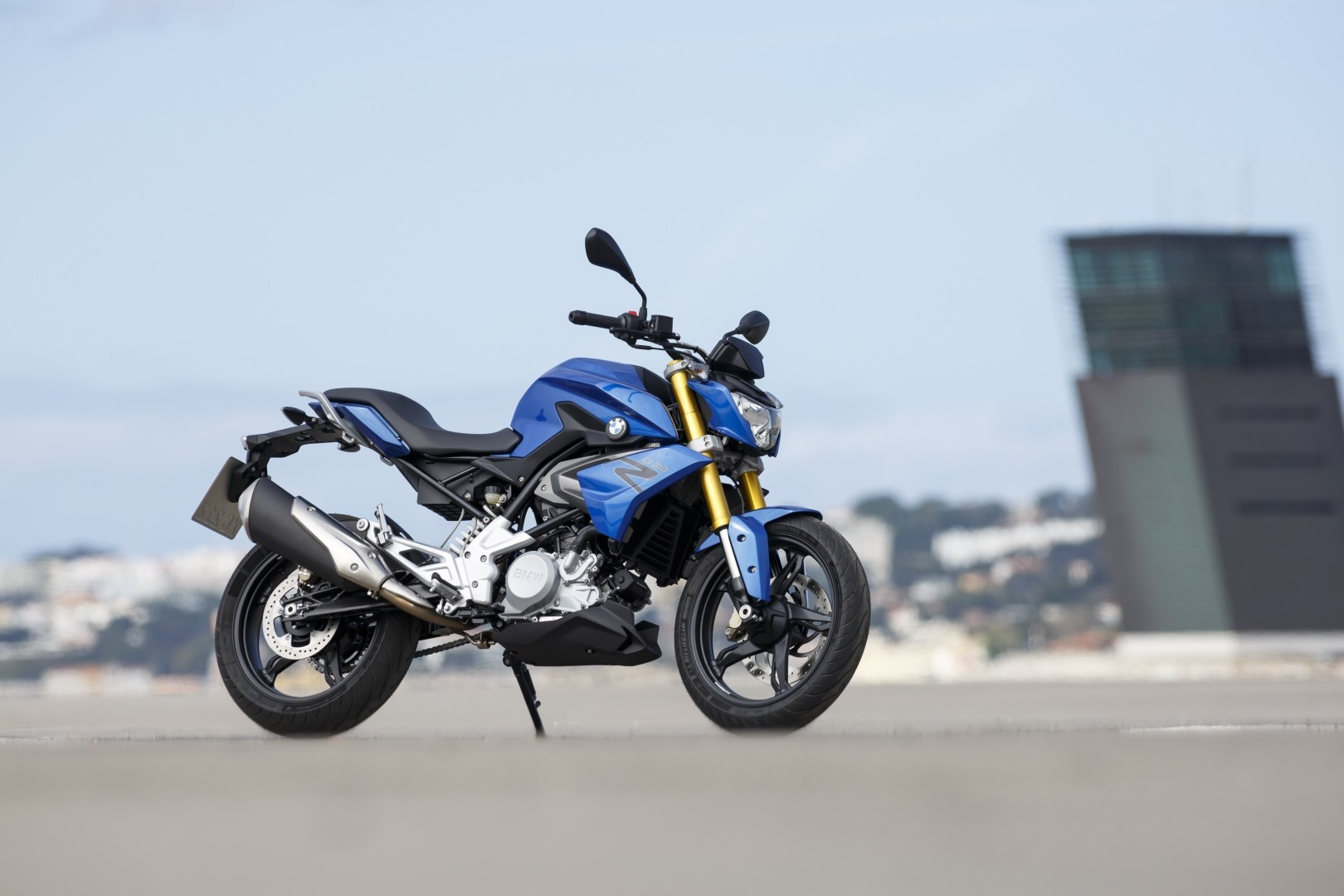 Bmw g310r breaks cover looks perfect autoevolution