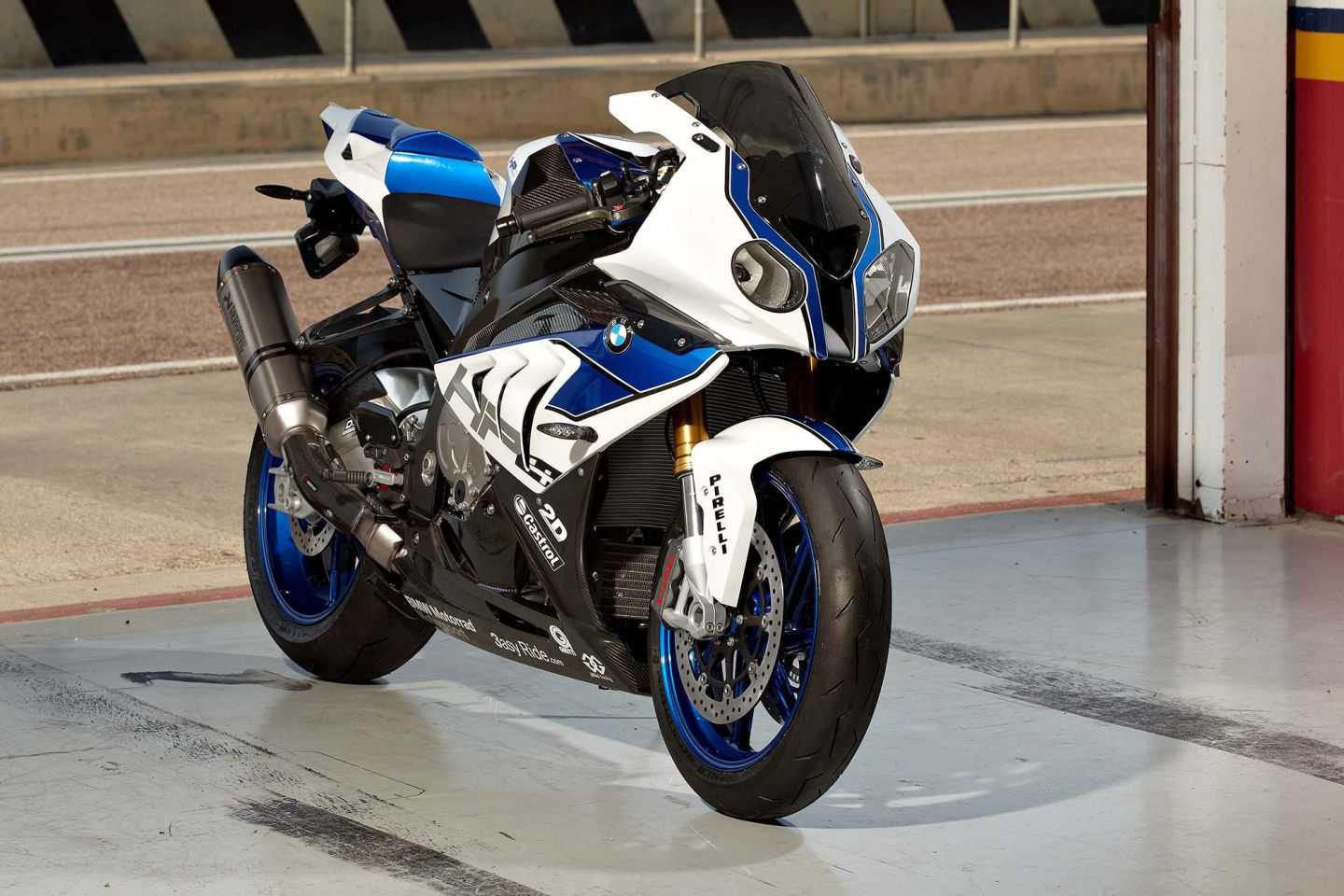 BMW HP4 Becomes Available On December 1st