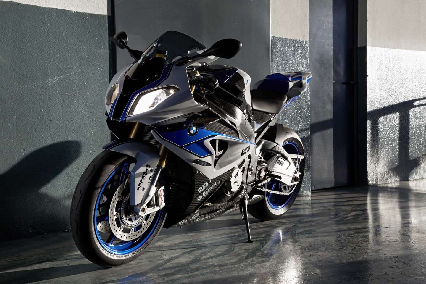 Sport Bike Wallpaper For Iphone 4: BMW HP4 Becomes Available On December 1st