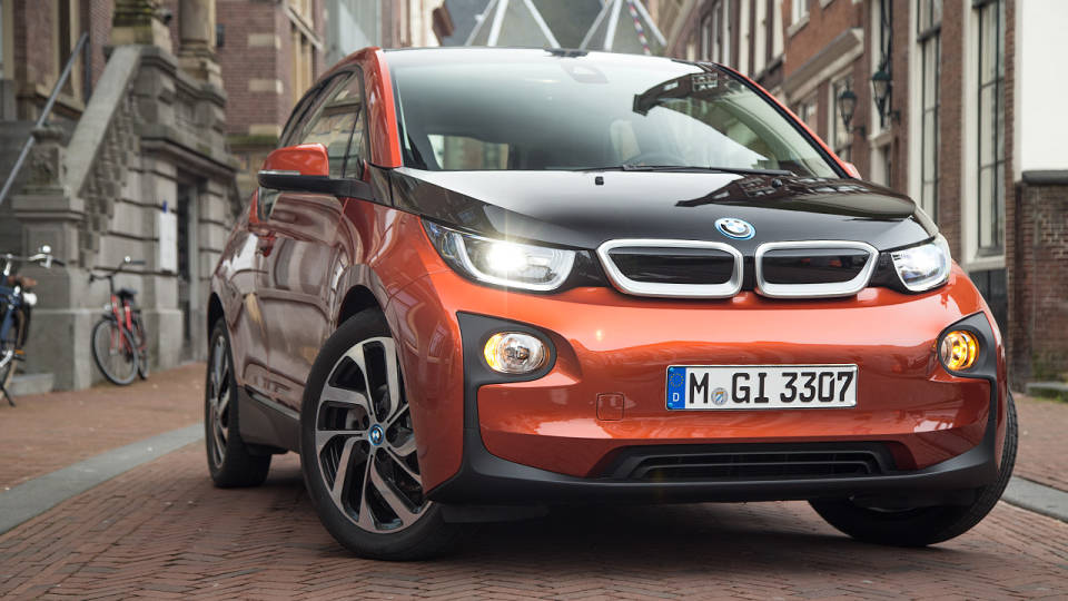 bmw i3 test drive by road track autoevolution. Black Bedroom Furniture Sets. Home Design Ideas