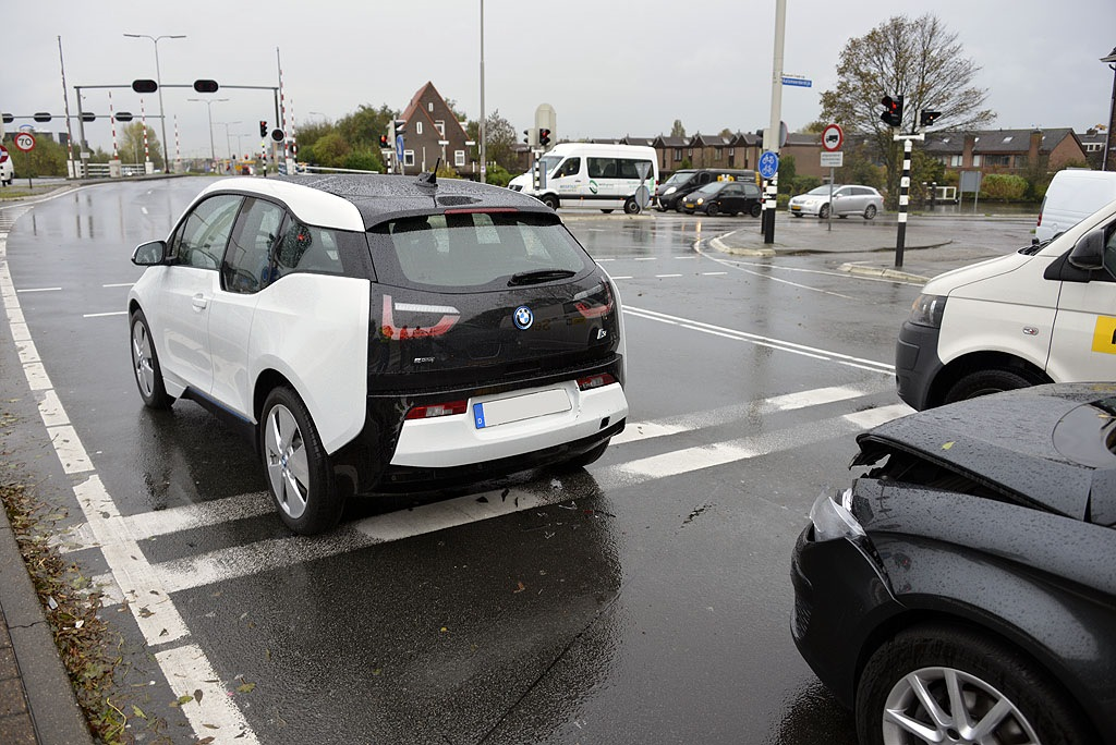 Bmw I3 Drives Away From Crash Almost Intact Autoevolution
