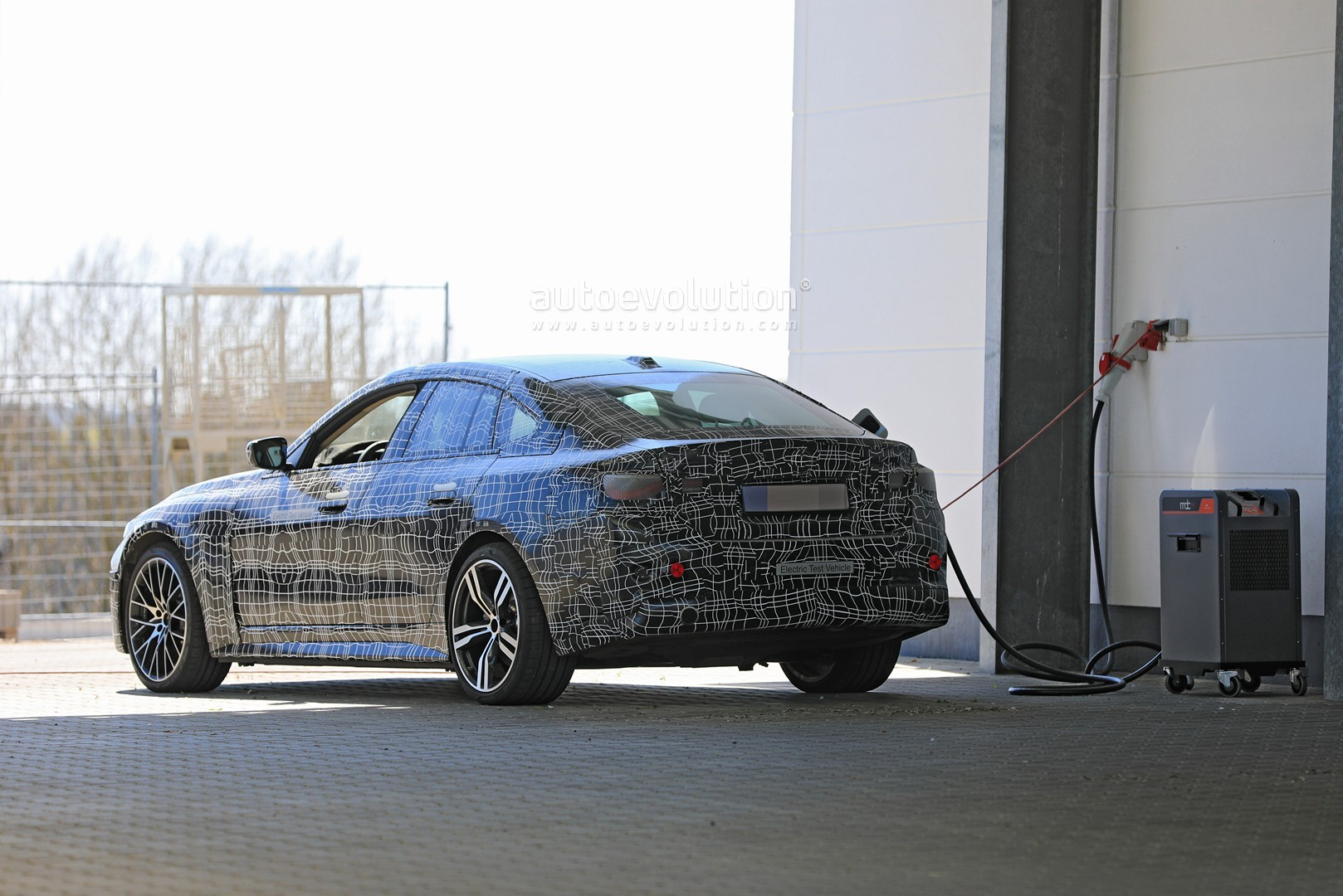 bmw-i4-spied-with-4-series-styling-might-have-dual-motor-setup_1