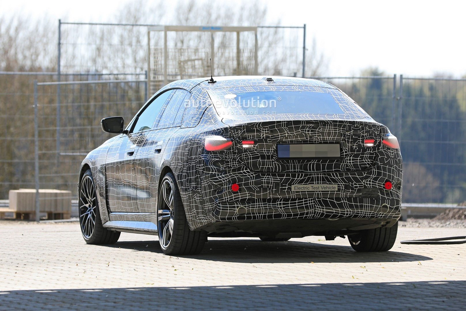 bmw-i4-spied-with-4-series-styling-might-have-dual-motor-setup_11
