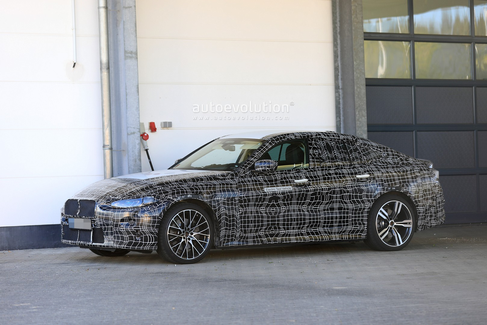 bmw-i4-spied-with-4-series-styling-might-have-dual-motor-setup_3