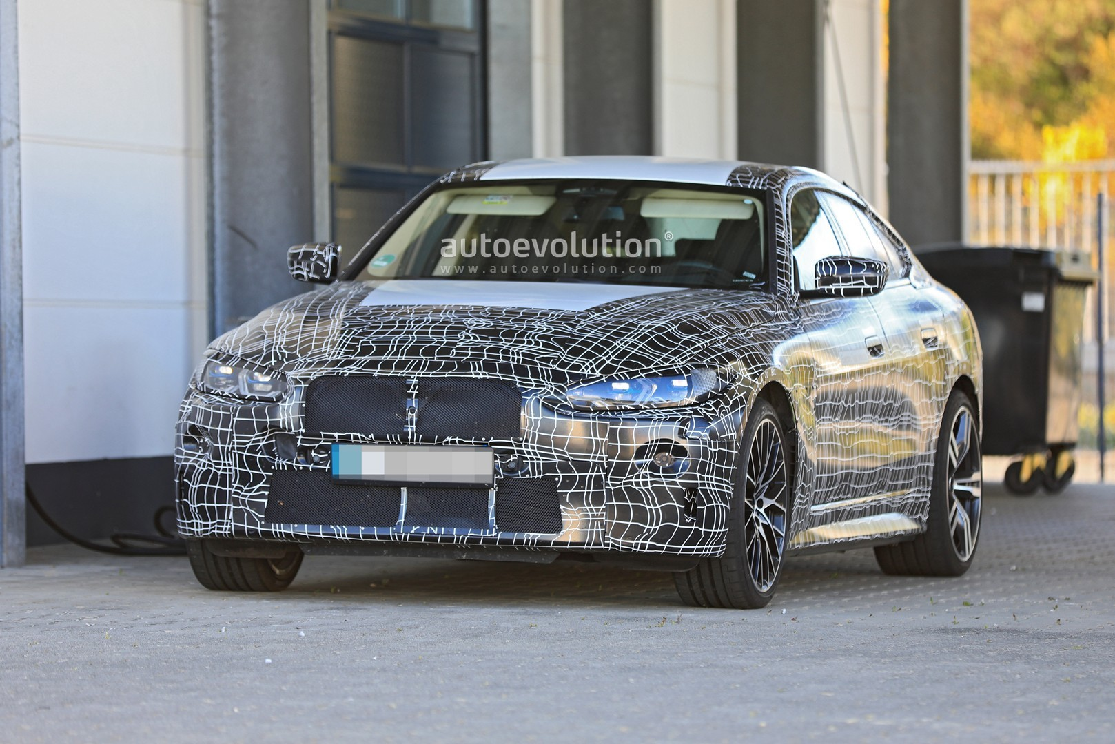 bmw-i4-spied-with-4-series-styling-might-have-dual-motor-setup_4