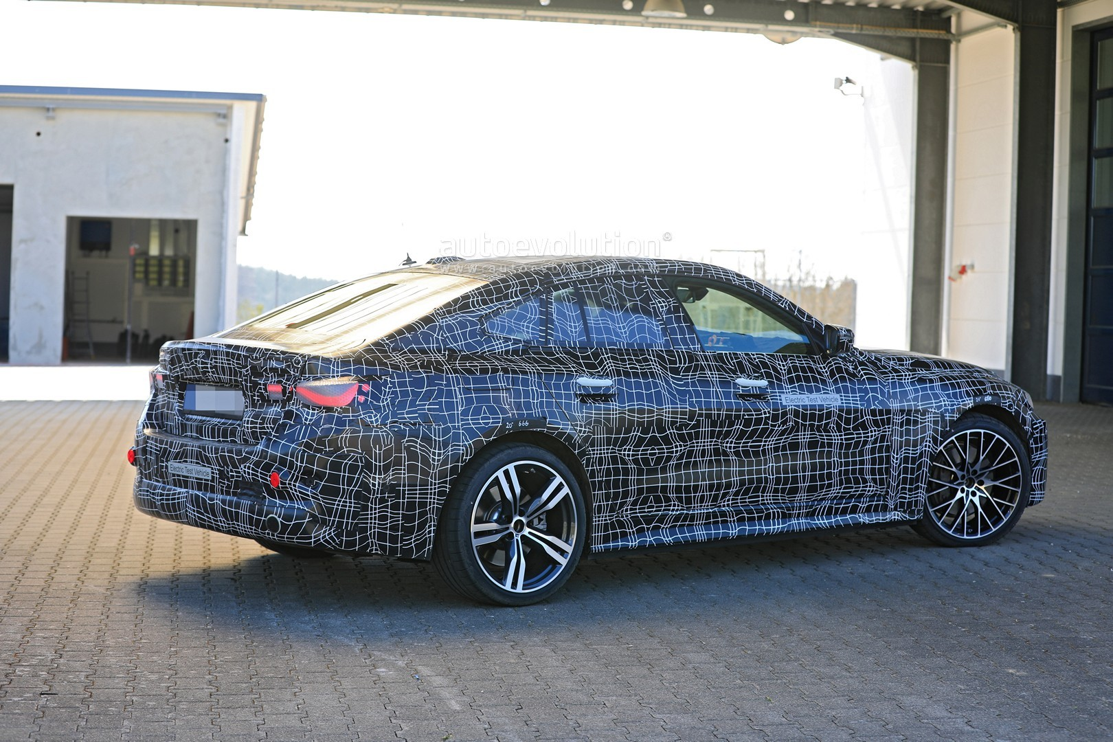 bmw-i4-spied-with-4-series-styling-might-have-dual-motor-setup_8
